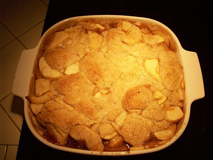 Delicious freshly baked Apple Cobbler - make it at home with these recipes