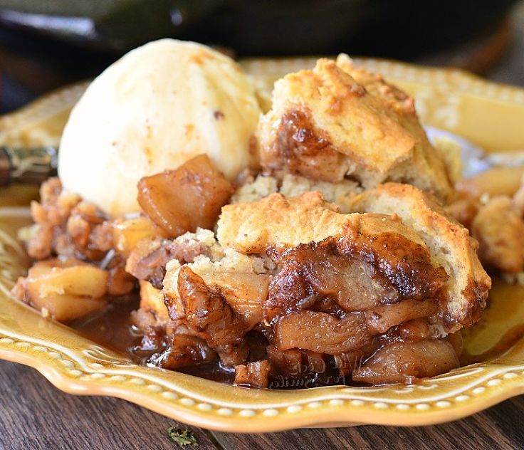 Pecan apple cobbler with maple syrup - so nice! Learn how to make it here