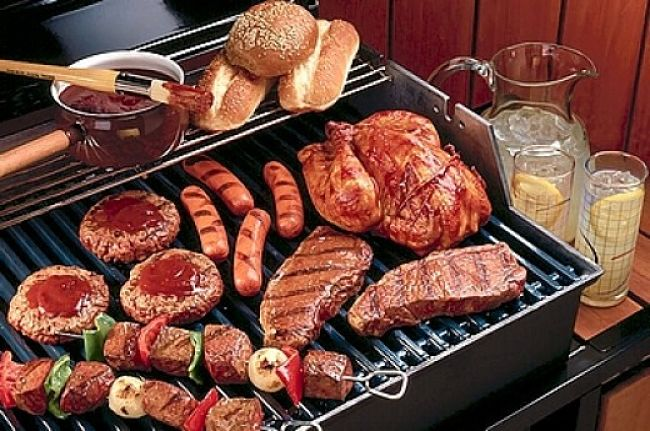 Mixed meat barbecues require special attention to the timing so that all the items are cooked to perfection at the same time at the end of the cooking period