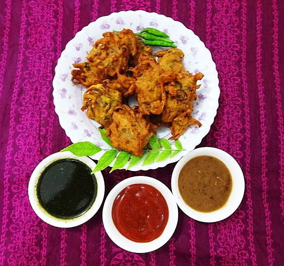 Learn how to make crisp onion Bhaji using this recipe and the many tips provided.