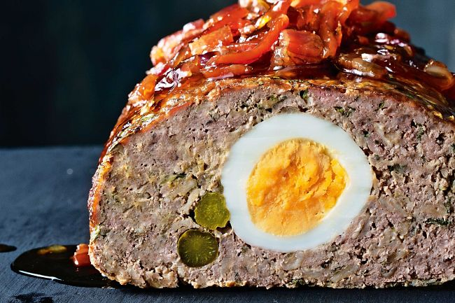 Meatloaf stuffed with eggs and asparagus - see more great recipes in this article