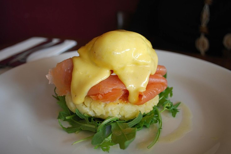 Eggs benedict on potato cake