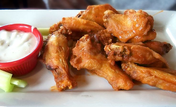 A good, hot and spicy sauce makes fried chicken wings a delight. Learn to make classic buffalo sauce at home with these recipes