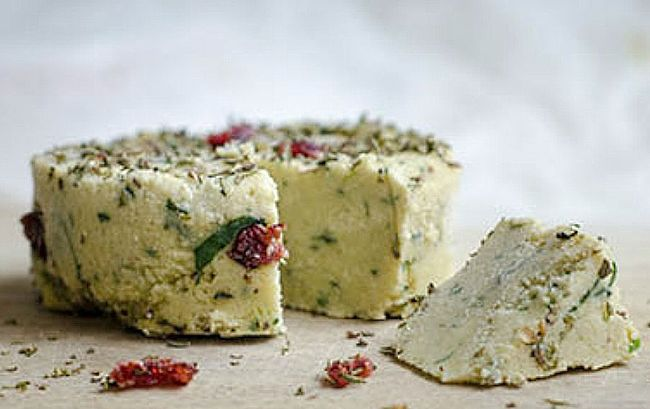 Lovely Herbed cashew cheese. See the great recipes here for many variations of homemade cashew cheese.