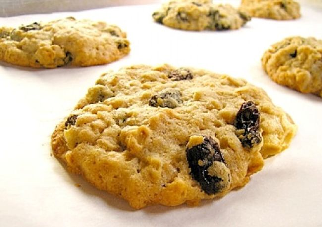 Soft oatmeal cookies with sultanas - see more recipes here