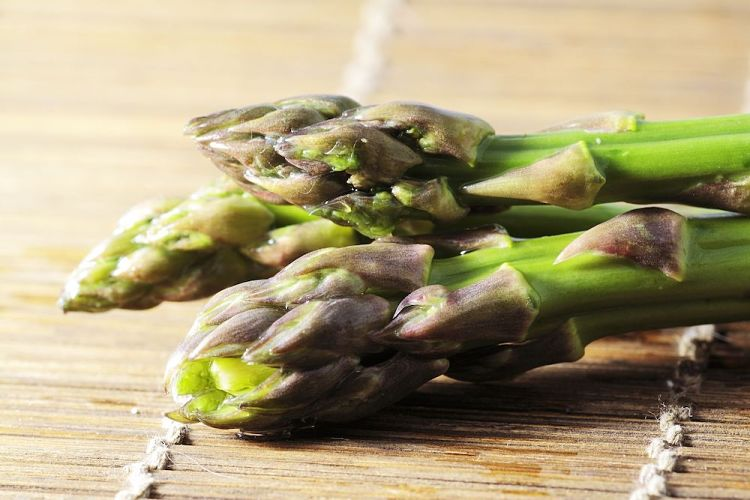 Fresh asparagus is a delight and is so veratile. Discover the many uses for fresh asparagus spears here