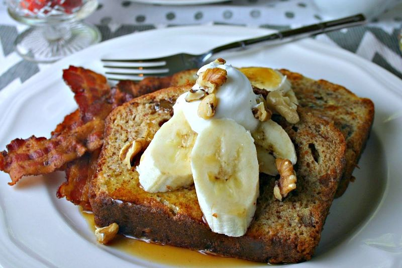 Raisin bread French toast with crispy bacon and fresh fruit