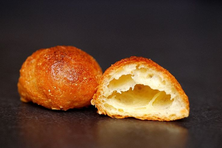 Cheese Gougeres pair very well with wines. Learn how to make them using two fabulous recipes.