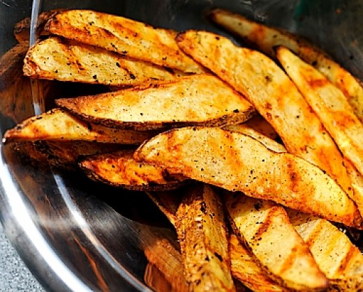 Baking potatoes provides the best combination of crisp outer skin and fluffy interior that is not too moist. Perfect for small whole potatoes, halves and wedges