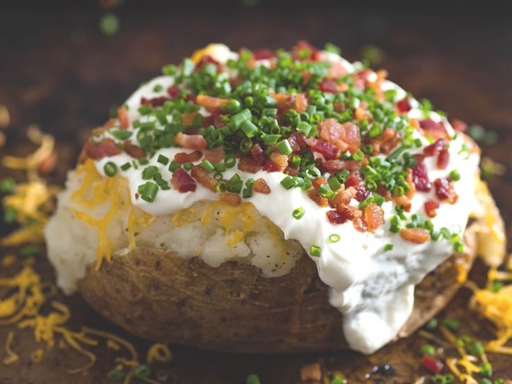 Perfect potato roasted in its jacket and stuffed with crispy bacon and cheese. Learn the secrets of roast potatoes here in this article