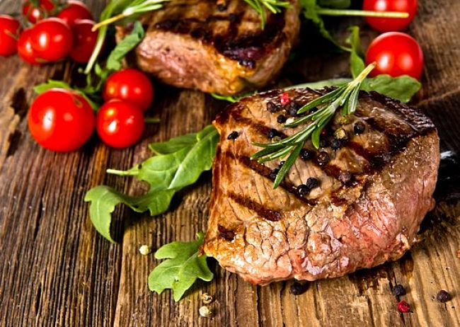 Grilled steak with rosemary, tomatoes and basil - delicious!