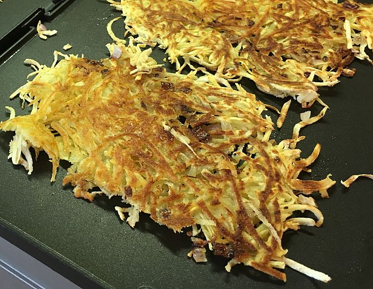 Hash browns are easy to cook on a barbecue hot plate or in a large frying pan. Discover the secrets here.