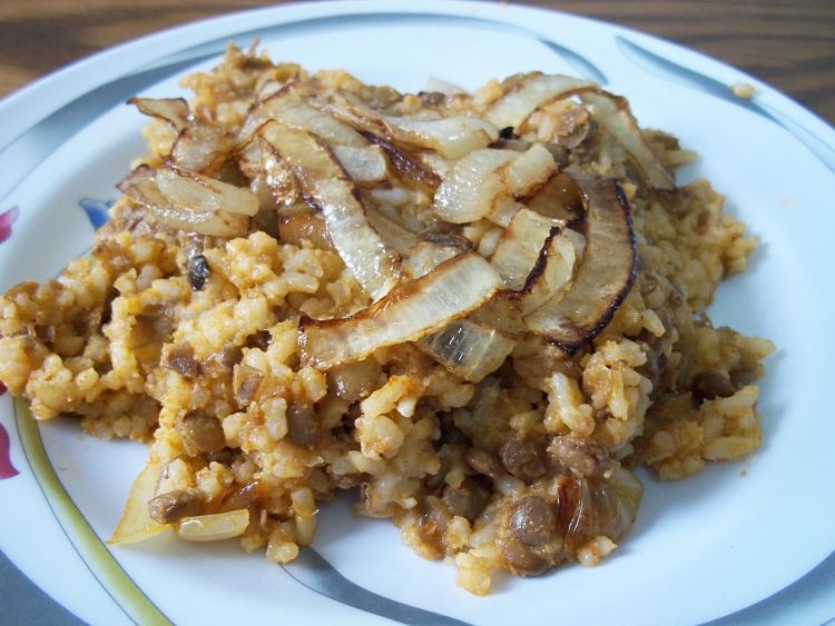 Slow cooked onions are a great accompaniment for the lentils of a spicy Mujadara. See the great recipes and cooking guide in this article.