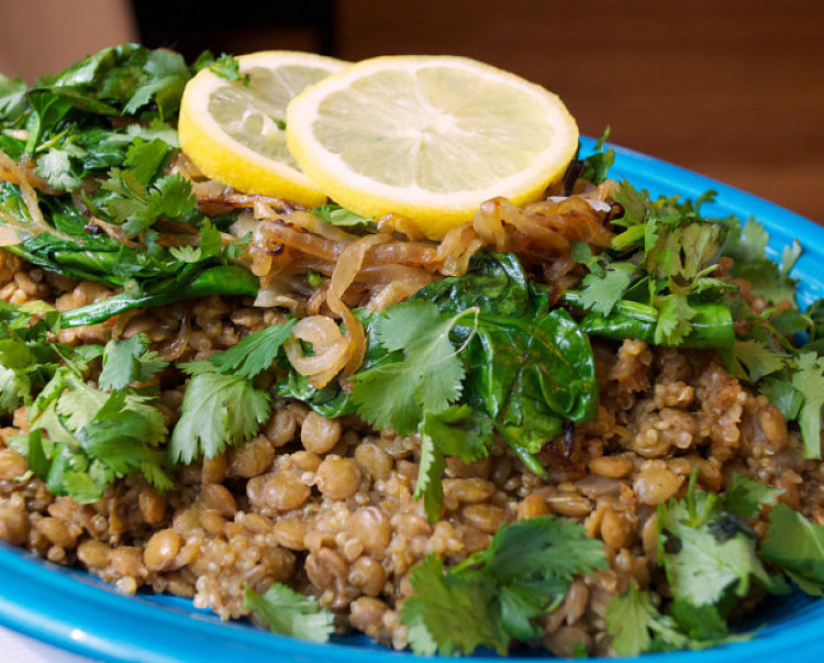 Lemon and coriander pairs well with a slow-cooked Mujadara dish. See the guide in this article for the best ingredients to include in your homemade dish.