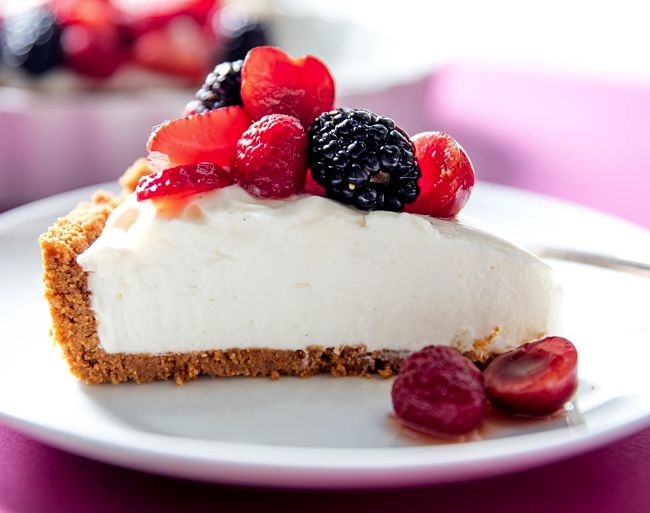 Delicious no bake cheese cake with blueberries, raspberries and strawberries
