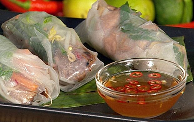 Discover four tips for making perfect rice paper rolls at home