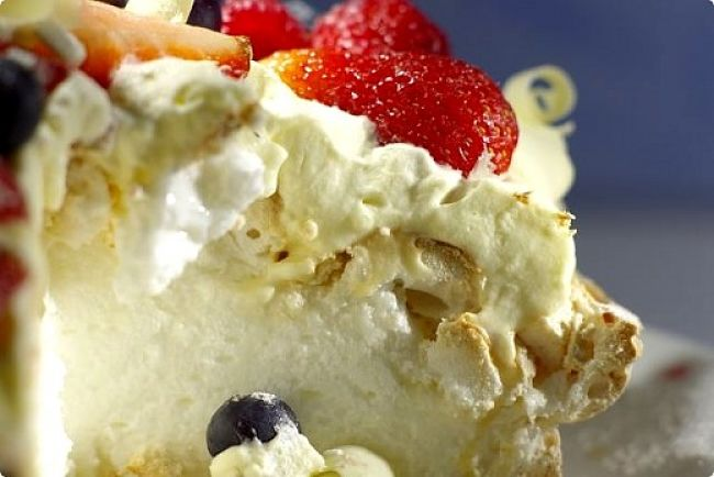 Lovely pavlova meringue! What a lovely dessert