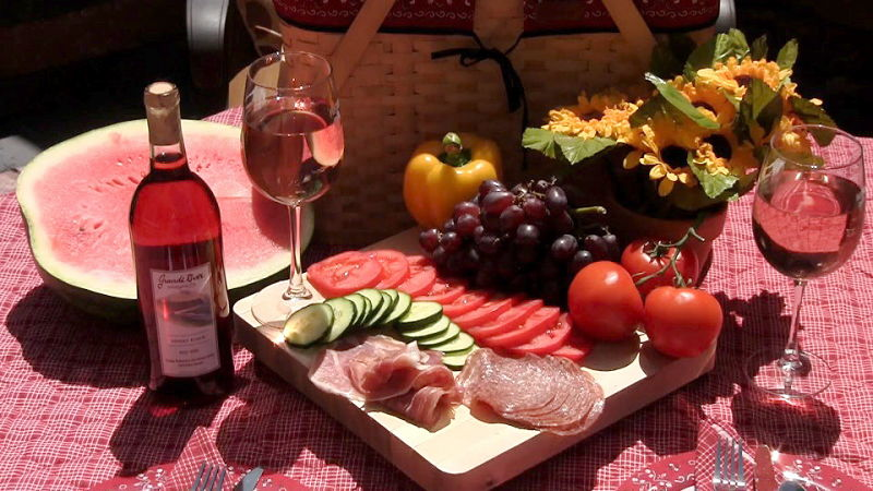 Picnics can be boring and risky with cut meat slices. See some delightful alternatives here.