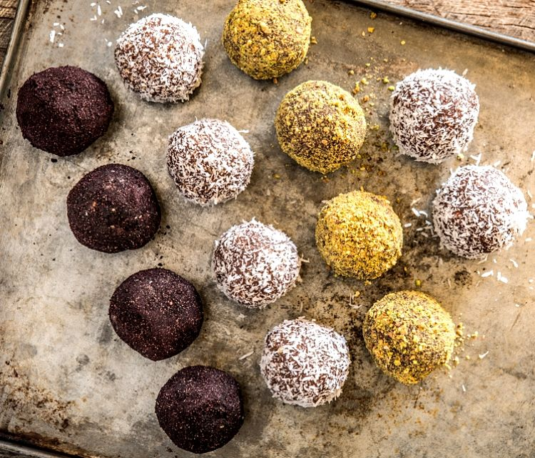You can easily make a variety of protein ball by adding different coatings