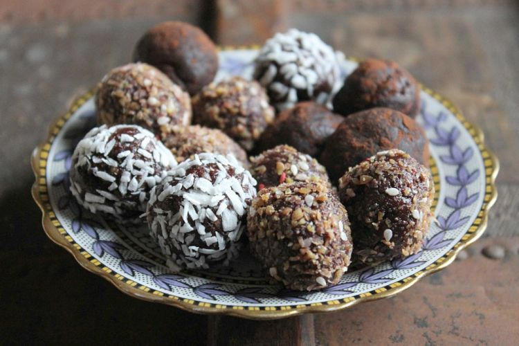 Protein balls make a great snack and help to avoid the temptation of junk food and high calorie carbohydrate snacks.
