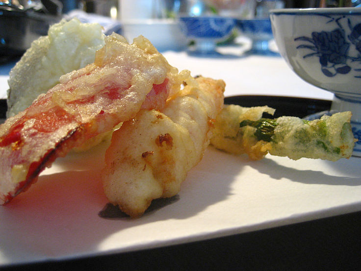 The secret of good tempura is low gluten flower, minimal mixing and very cold batters