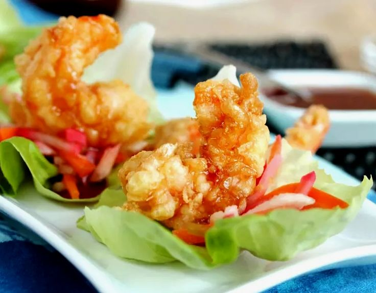 Tempura shrimp served with a spicy sauce and fresh salad. Discover the great recipes here in this article